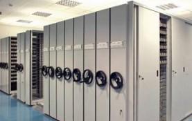 Sistema de almacenaje más adecuado para sus archivos. Se aprovecha más de un 50% del espacio. Permiten rápido acceso a cualquier archivo utilizando un único pasillo. Solución óptima para organismos oficiales, bibliotecas, universidades,…
