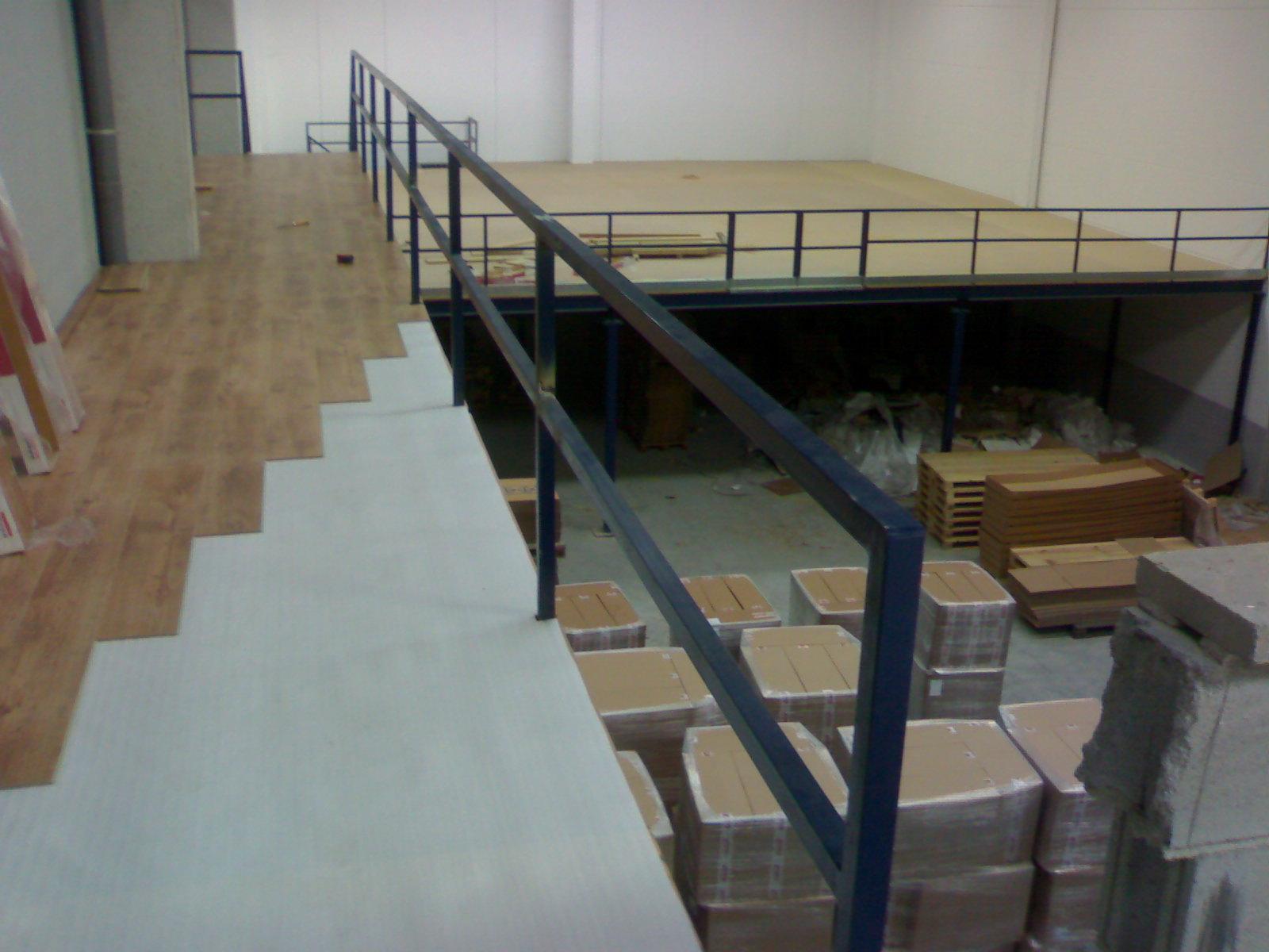Entreplantas altillos estanterias for Escaleras para altillo