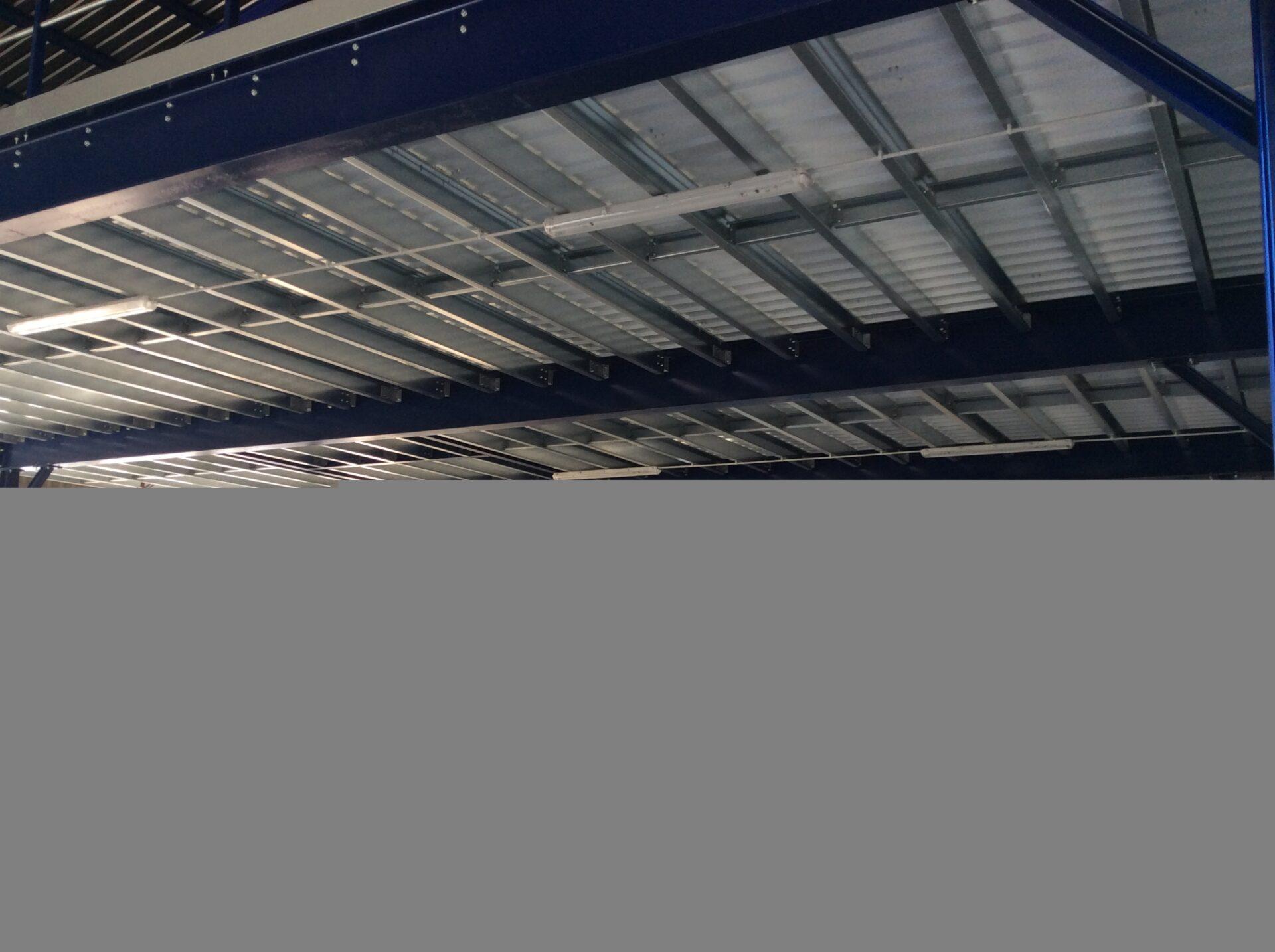 Características técnicas: Altillo de 252m2 con distancias entre pilares de 14,2 metros. Solución: Nuevamente Metalcad demuestra su capacidad de liderazgo en este tipo de instalaciones. Para una importante empresa Valenciana de distribución hostelera hemos instalado una entreplanta con condicionantes aparentemente […]